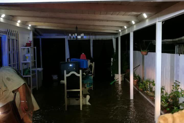 A Pagani esonda il torrente Solofrana: famiglie evacuate in via Mannara