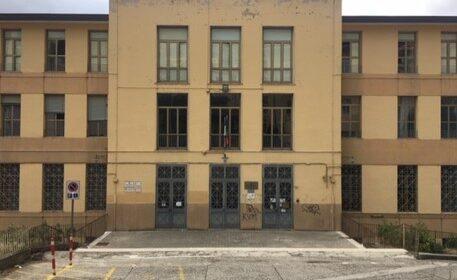 Scuola: a Sala Consilina banchi monoposto autoprodotti