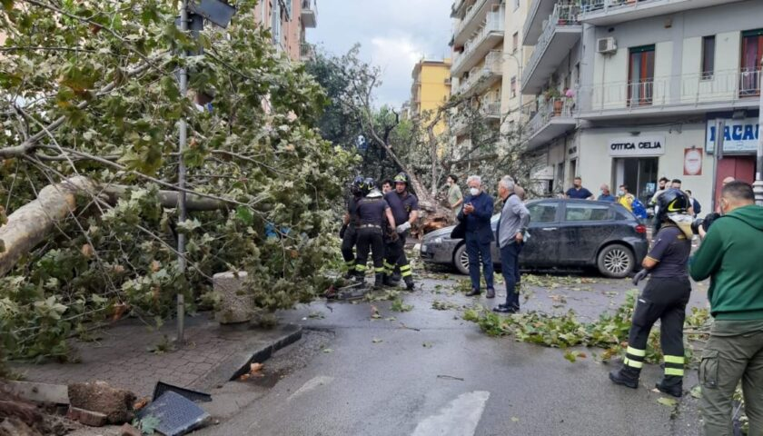 Tromba d'aria su Salerno, il sindaco Napoli a Torrione per un sopralluogo