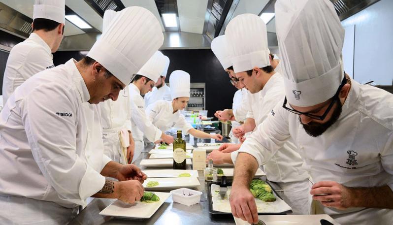 """Ordinanza di De Luca, l'associazione degli Chef della Campania: """"Falliremo per colpa di pochi irresponsabili, il Governatore ritiri il provvedimento"""""""