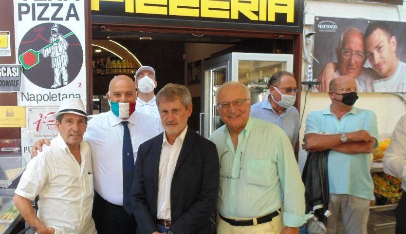Gianni Alemanno a Napoli tra pizze, incontri e iniziative per Stefano Caldoro