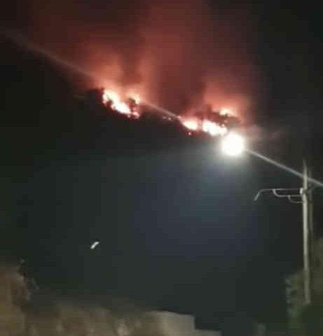 Notte di fuoco a Sarno, riprese stamani le attività di spegnimento