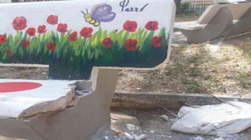 Ancora vandali a Siano e ancora panchina danneggiata