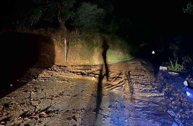 Salvitelle, smottamento e strada bloccata
