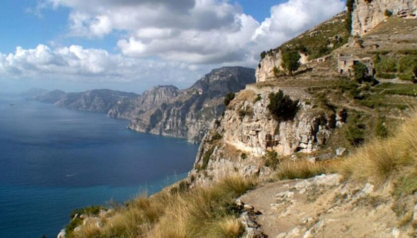 Riapre dopo l'incendio in Costiera Amalfitana il Sentiero degli Dei