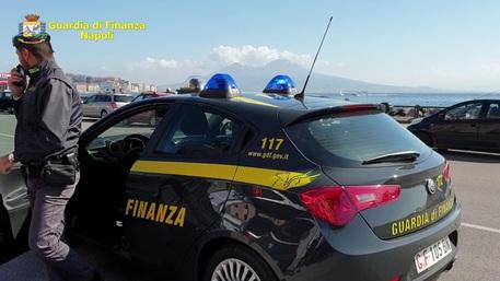 La Guardia di Finanza sequestra a Napoli il noto ristorante Reginella