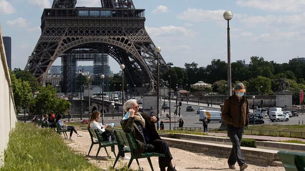 Covid nel Mondo: record di casi in Germania, coprifuoco in Francia