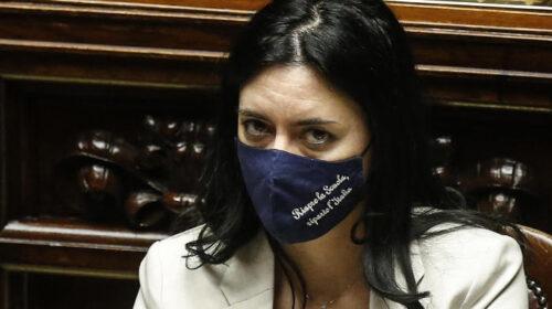 """Didattica a distanza, la Azzolina contro la Lombardia: """"Ritiri l'ordinanza, bisogna andare a scuola"""""""