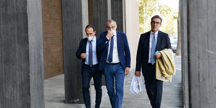 Eboli, ex sindaco in Tribunale per il processo ma il giudizio slitta di un mese