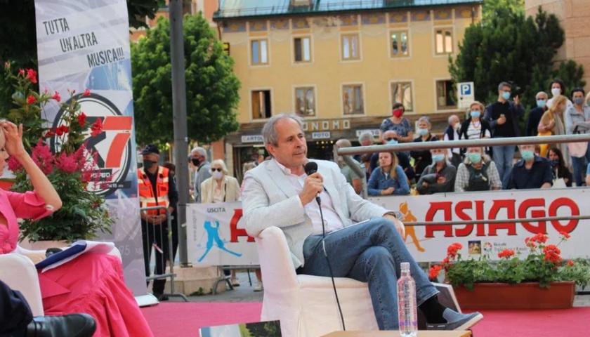 """""""Critica la sanità veneta"""", e il Comune di Treviso nega il patrocinio all'evento con Crisanti"""