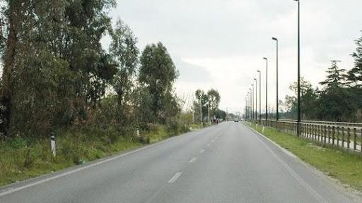 Rapinano coppia in auto sulla Litoranea di Battipaglia, arrestato marocchino. Complice in fuga