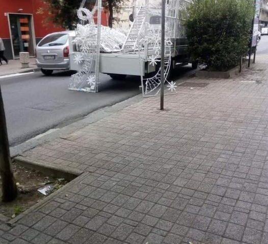 """Dirigente di Fratelli d'Italia pubblica il montaggio delle Luci d'Artista: """"Ma non c'è il covid?"""""""