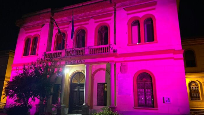 Lotta ai tumori femminili, il Comune di Pontecagnano per 5 giorni si tinge di rosa