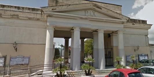 Boom di contagi a Scafati, il sindaco chiude il cimitero per la commemorazione dei Defunti