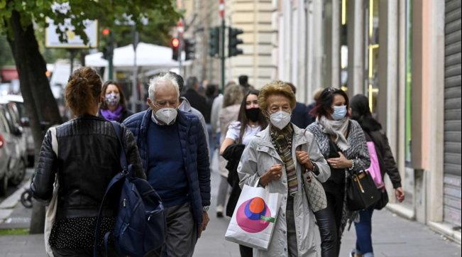 Nuovo Dpcm: mascherine all'aperto, chiusure anticipate dei locali e numero ristretto di persone per le feste private