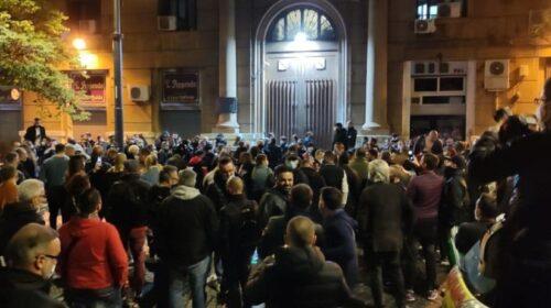 Tensione a Napoli: proteste sul lungomare e sotto la Regione contro il coprifuoco