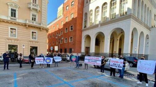 Salerno, commercianti di nuovo in piazza contro la chiusura dei locali alle 23