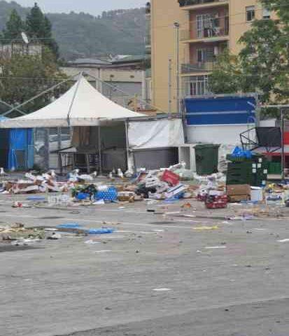 """L'accusa della Cgil: """"Mercatali a Salerno senza regole sul conferimento rifiuti"""""""