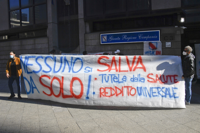 Covid: a Napoli cartelli contro Unità crisi della Regione Campania
