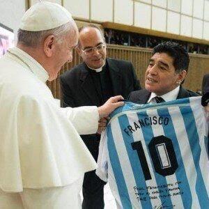 """Anche il Papa ricorda Maradona: """"Con lui nella preghiera"""""""