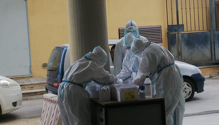 Angri, il vento distrugge il gazebo allestito per i tamponi: ora test al Comune