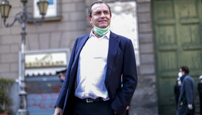 """L'annuncio di De Magistris: """"Mi candido a presidente della Regione Calabria"""""""