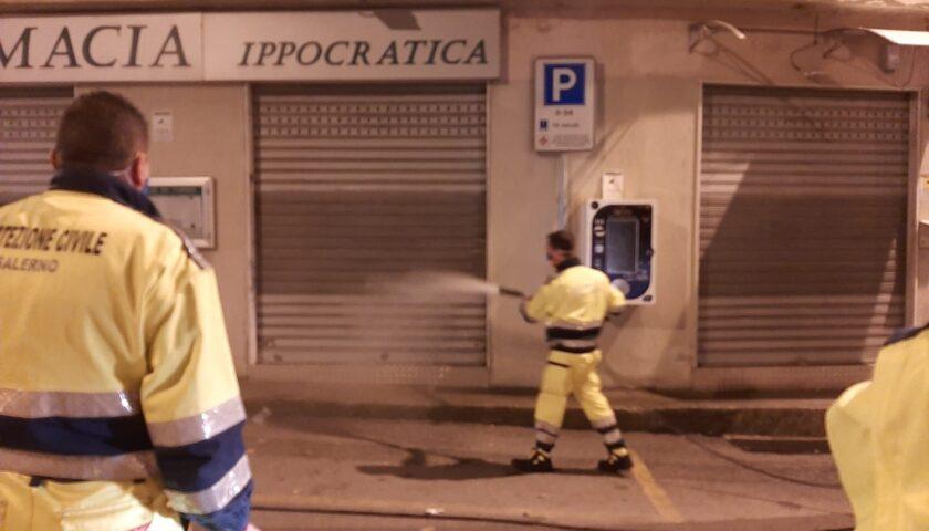 Salerno, sanificate ieri sera aree davanti a farmacie e supermercati