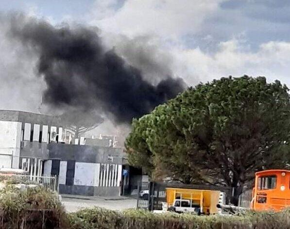 Sarno, incendio alla stazione ferroviaria: non si esclude la matrice dolosa