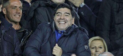 """Maradona, lutto cittadino a Napoli. Il sindaco de Magistris: """"Il San Paolo sarà intitolato a lui"""""""