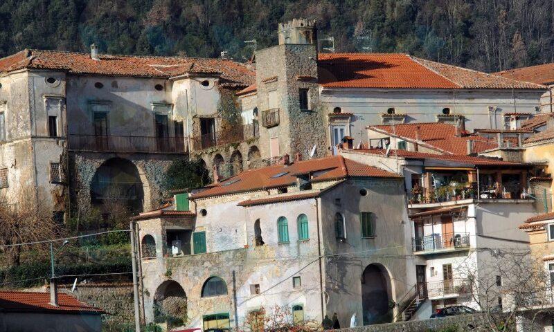 """A Omignano positivo al covid il parroco don Luigi, il sindaco: """"Chi ha avuto contatti con lui lo comunichi"""""""