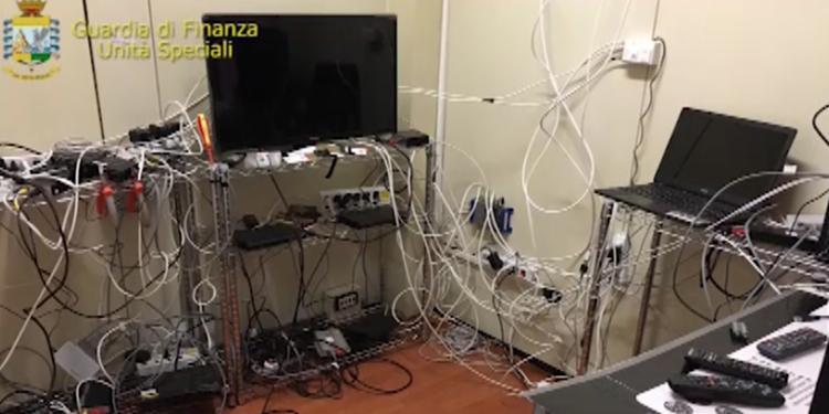 A Napoli e Campania oscurati 700 siti pirata: trasmettevano contenuti a pagamento