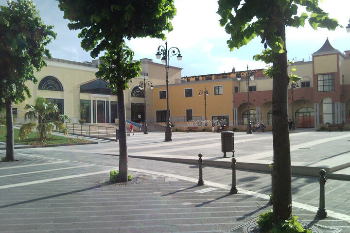 Pagani, troppi assembramenti: chiuso dalle 21 alle 7 il parcheggio del centro Polivalente di via Pittoni