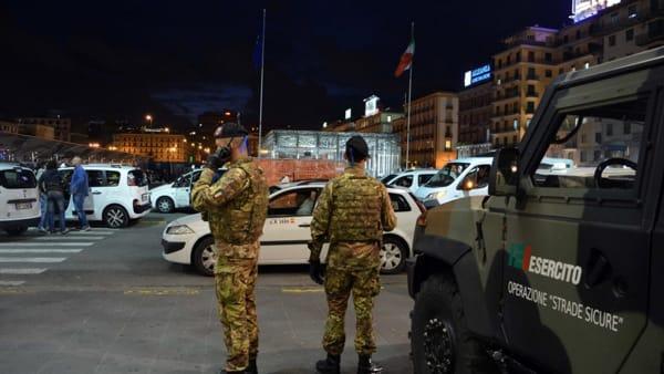 Sesso in strada tra due uomini in piazza della Concordia a Salerno: denunciati