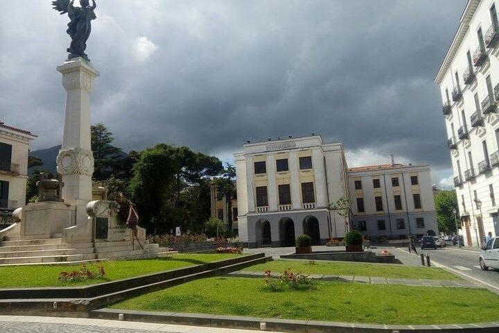 CAVA DE' TIRRENI, ORDINANZA DEL SINDACO: VIETATI ASSEMBRAMENTI IN PIAZZA ABBRO E PIAZZA PASSARO
