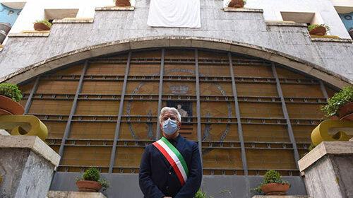 Collaboratore positivo, sindaco di Salerno in quarantena