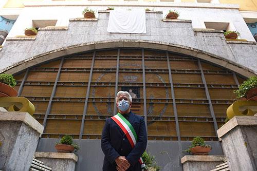 Sindaco di Salerno in quarantena, negativo primo tampone