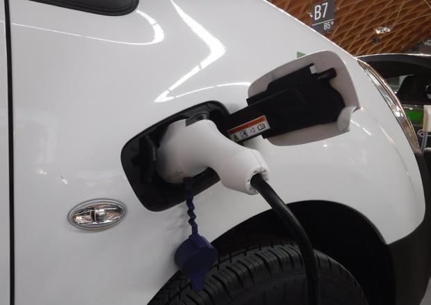 Boom auto elettriche, vendite triplicate nel 2020