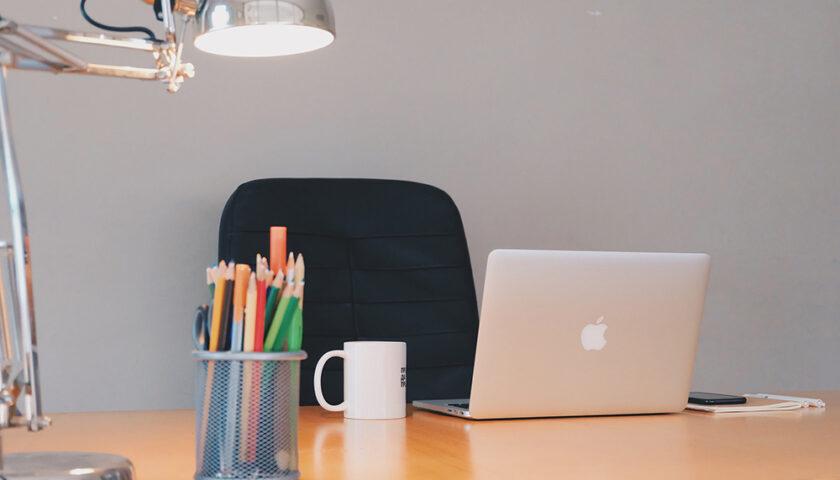 Illuminazione da smart working, tutto quello che devi sapere per utilizzare bene la luce a casa
