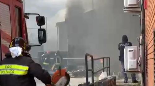 Paura a Sarno, canna fumaria sradicata dal vento colpisce autobus: ferito l'autista