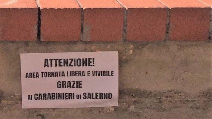 Salerno, spariti i manifesti di ringraziamento ai carabinieri per l'arresto dei pusher