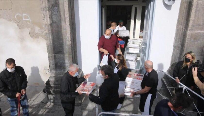 Il grande cuore della Confesercenti Campania: regalate a Napoli 500 pizze alla mensa della Caritas di Piazza del Carmine