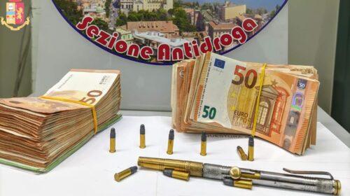 Armi, 30mila euro di dubbia provenienza e munizioni in casa: arrestato un salernitano di 52 anni