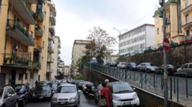 Allarme bomba sotto casa del Governatore De Luca a Salerno