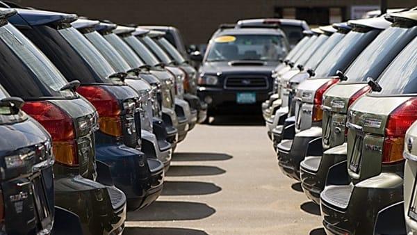 Scalavano i chilometri percorsi dalle auto: in provincia di Salerno 22 titolari di autosalone indagati e 61 veicoli sequestrati