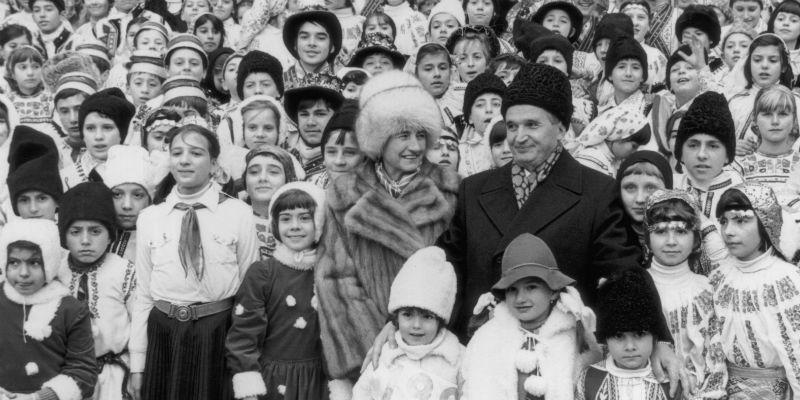 """Accadde oggi: dopo un'ora di processo il 22 dicembre del 1989 finì l'era di Ceausescu, il """"genio dei Carpazi"""""""