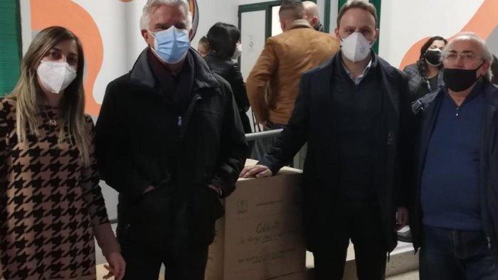 """Piero De Luca in visita all'associazione """"L'Abbraccio"""": """"In questo momento solo solidarietà"""""""