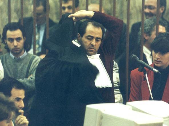 """Accadde oggi: il 6 dicembre 1994 Di Pietro si sfila la toga e finisce l'era di """"Mani pulite"""""""