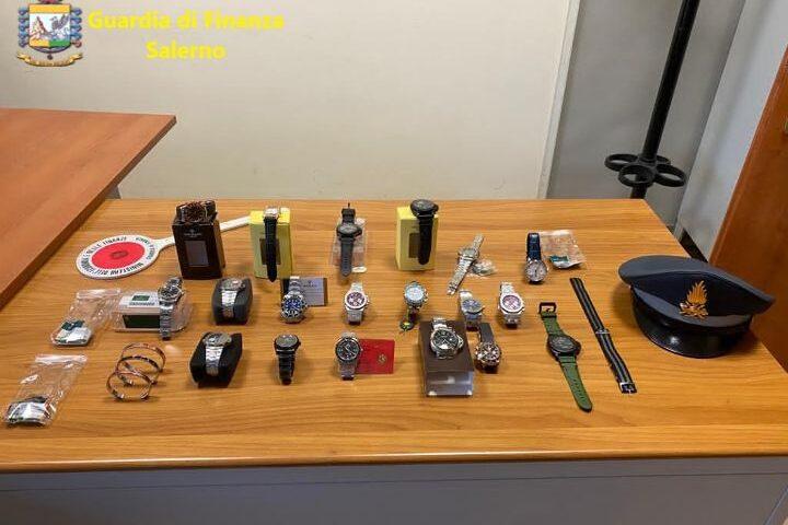 Vende orologi contraffatti spostandosi in un' altra provincia, torrese denunciato ad Angri