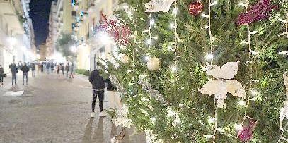 Addobbi natalizi a Salerno costati oltre 40mila euro