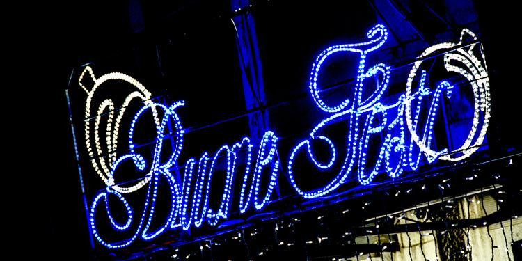 Battipaglia, allestisce luminarie natalizie davanti al bar ma gliele rubano dopo poche ore